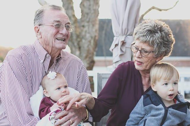 5 דברים שמבוגרים מוכרחים לבדוק לפני רכישת ביטוח בריאות לרילוקיישן